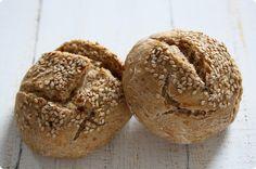 Dinkel-Mischbrötchen mit Sesam   The Vegetarian Diaries