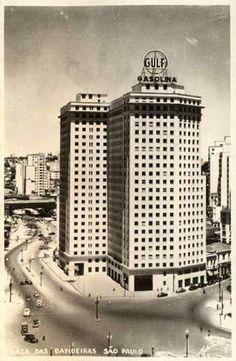 1949/1952 - Edifício Brasilar. À esquerda segue avenida 9 de Julho e à direita rua Quirino de Andrade. Diante do edifício a praça das Bandeiras.