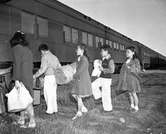 California expands Japanese internment education to current rights threats. State ties history lesson to Trump today. ※9/30/2017, SAN FRANCISCO CHRONICLE (San Francisco, Calif. USA)