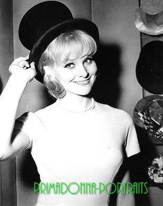 DIANE-MCBAIN-laboratorio-de-8-X-10-foto-anos-1960-B-W-sombrero-Adorable-Sexy-Glamour-retrato