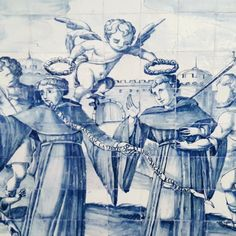 Storytelling through glazed tiles (azulejos). Augustinian monks, priests and martyrs are the protagonists of these tile murals, especially in their East and West missions in Asia. Some of the characters are unable to look at us, as their eyes were erased, presumably by soldiers, after the extinction of the religious orders in 1834. #17thcenturytiles #tilemurals #missionaries #azulejos #storytellingthroughazulejos #lisbon #lisbonconvents #lisbontailoredtours #lisbonwithpats