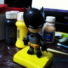 Chibi de batman=-O  #littleDarkNight #gotam #Just #dccomics #handmade  #darkknight #comic #antiheroe #brucewayne  #sculpting #porcelaincold #comics