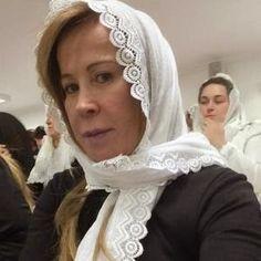 Olha Aí ! Ex-esposa de Zezé de Camargo frequenta Congregação Cristã