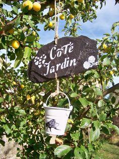 """décoration de jardin suspension ardoise """"côté jardin"""" : Accessoires de maison par troglodyte-mignon"""