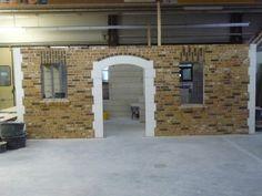 Projekthaus Eingangsbereich mit Segmentbogen und Friesschicht