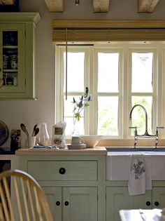 Farmhouse - Border Oak - oak framed houses, oak framed garages and structures. Green Kitchen Cabinets, New Kitchen, Kitchen Dining, Kitchen Decor, Cottage Kitchens, Home Kitchens, Country Kitchens, Kitchen Paint Schemes, Cocina Office