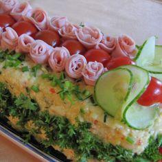 Kinkkuvoileipäkakku - Kotikokki.net - reseptit Sandwiches, Sandwich Cake, Sandwich Recipes, Cake Recipes, Open Faced Sandwich, Food Humor, Funny Food, Avocado Toast, Sushi