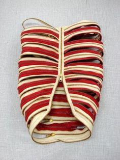 halloweencrafts: DIY Inspiration: Zip Chest 2008 Thorax Zippers created by artist Elodie Antoine. Go to the link for more amazing artworks. Cage Thoracique, Rib Cage, Textiles, Bokashi, Diy Fashion, Fashion Design, Anatomy Art, Vanitas, Fabric Manipulation