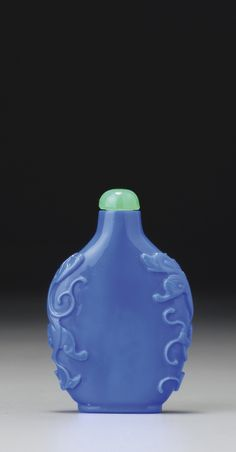 A DARK LAVENDER-BLUE GLASS 'CHILONG' SNUFF BOTTLE<br>QING DYNASTY, 18TH / 19TH CENTURY | Lot | Sotheby's