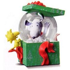 hallmark snoopy figurines | ... Small Snow Globe - Charles M. Schulzs Snoopys Gallery & Gift Shop