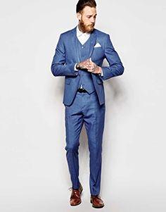 Eng geschnittener Anzug in Blau