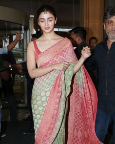 Alia Bhatt's Indian Looks From Kalank Promotions, April, 2019 Dress Indian Style, Indian Look, Indian Attire, Indian Outfits, Indian Dresses, Indian Wear, Indian Beauty Saree, Indian Sarees, Modern Saree