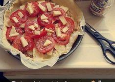 Tarte au Saint Nectaire facile - Etape 1 : Préchauffez le four à 180°C (thermostat 6). Etape 2 : Etalez la pâte dans un plat à tarte...