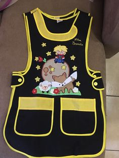Modelo,cuello  Tergal marino Bordado,principito Sewing Aprons, Sewing Clothes, Diy Clothes, Teacher Outfits, Teacher Shirts, Toddler School, Kids Apron, Diy Pillows, Disney Mickey Mouse