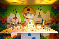 Some quick decorating ideas. I love the slime wall & the balloon pillars for mad scientist party. Bible Science, Science Room, Science Fair, Mad Science Party, Mad Scientist Party, Crazy Scientist, Science Lab Decorations, Balloon Pillars, Vbs Themes