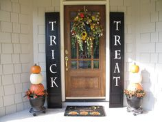 Trick or Treat Shutters for Halloween, Trick or Treat Shutters and Pumpkin Topia. - Trick or Treat Shutters for Halloween, Trick or Treat Shutters and Pumpkin Topiary on my Front Porc - Halloween Veranda, Fete Halloween, Outdoor Halloween, Holidays Halloween, Halloween Crafts, Holiday Crafts, Holiday Fun, Holiday Ideas, Halloween Signs