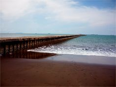 Teluk adalah tubuh perairan yang menjorok ke daratan dan dibatasi oleh daratan pada ketiga sisinya.