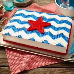 The stars and stripes are waving proudly on this easy zigzag sheet cake design. Decorating with patriotic spirit is easy using red, white and blue Wilton Icing Pouches with Tips and tip 150.  Display this Americana Wave Sheet Cake proudly at your 4th of July party!
