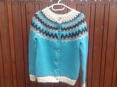 Icelandic sweater with buttons
