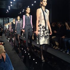 SHOW: Kendall Jenner opent show DVF tijdens NYFW in wit | I LOVE FASHION NEWS