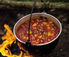 Buřtguláš   Recepty Albert Chana Masala, Chili, Salsa, Soup, Mexican, Ethnic Recipes, Salsa Music, Chilis, Soups