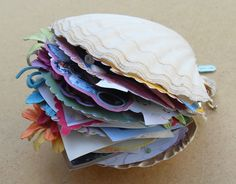 Sweet idea for beach vacation journal or scrapbook inside of a real clam shell (drill holes so you can thread yarn/twine through to keep it all bound together) Seashell Crafts, Beach Crafts, Seashell Projects, Mermaid Crafts, Altered Art, Altered Books, Paper Art, Paper Crafts, Crafts For Kids