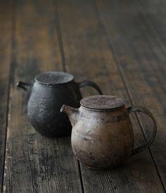 old tea pots by suzana Pottery Teapots, Ceramic Pottery, Ceramic Art, Wabi Sabi, Ceramic Tableware, Ceramic Teapots, Ceramic Bowls, Japanese Ceramics, Japanese Pottery