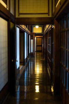kuroyuki:The house of setting sun by ubic from tokyo In Praise Of Shadows, Japanese House, Japanese Style, Japanese Food, Aomori, Japanese Architecture, Nihon, Japan Travel, Modern Rustic