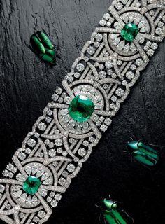 Natural Beauty - Graff's sensational new Emerald and Diamond Bracelet in the latest Issue of VanityFair on Jewellery. #diamondbracelets Bijoux Art Deco, Art Deco Jewelry, Modern Jewelry, Fine Jewelry, Jewelry Design, Jewelry Accessories, Emerald Bracelet, Diamond Bracelets, Bangle Bracelets