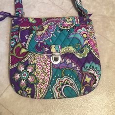 NWOT Vera Bradley Saddle Hipster One outside zippered pocket on back, one pocket with clasp on front. Love this Vera Bradley pattern (Heather)!  Vera Bradley Accessories