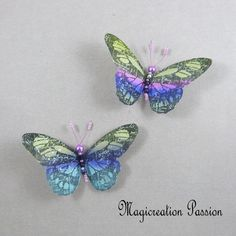 Magnets décoratifs papillons soie multicolore 8,5 cm + 2 aimants - Un grand marché Chat 3d, Moth, Insects, Magnets, Turquoise, Playing Card, Papillons, Wall Art, Green