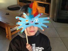 Et oui cette semaine, nous fêtons mardi gras....du coup nous avons réalisé des petites activités sur le thème de Carnaval !! I. a fait un petit coloriage/gommettes Arlequin ( le même que celui qu'avait fait E. l'an dernier) !! Elle commence a manier ces... Mardi Gras, Theme Carnaval, Art Club, Oui, Childcare, Kids Playing, Creations, Diy Crafts, Activities