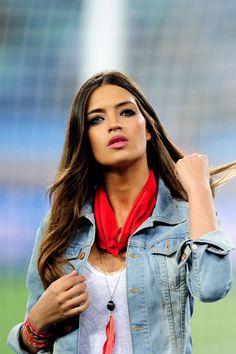 Love her.  Love her makeup, style, hair.....love it.  Sara Carbonero