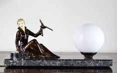 1930 ART DECO LAMP WITH GLOSSY PATINA SPELTER STATUE SCULPTURE.