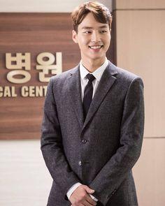 Post with 31 views. Science Fiction, Romantic Doctor, Thai Drama, Korean Actors, Korean Dramas, Ulzzang Boy, Trending Memes, Kdrama, Eye Candy