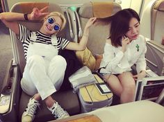 SNSD Sunny and HyoYeon greets fans with their pictures from the airplane ~ Wonderful Generation