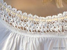 Articles vendus > Lingerie fine ancienne,accessoires.. > LINGE ANCIEN/ Merveilleuse hemise de jour avec dentelle au crochet d' art au point d' Irlande sur toile de percale - Linge ancien - Passion-de-Blanc - Textiles anciens