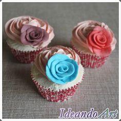 Cupcakes de cumpleaños con rosas