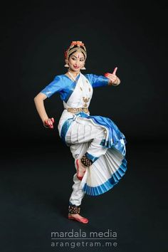 Folk Dance, Dance Art, Girl Senior Pictures, Dance Pictures, Dancer Photography, Indian Classical Dance, Dance Poses, Best Dance, Dance Fashion