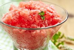 Sorbet z melóna a broskyne Frozen Watermelon, Lime Recipes, Fruit Recipes, Dessert Recipes, Lime And Basil, Refreshing Desserts, Snacks Saludables, Slushies, Ice Cream Sandwiches