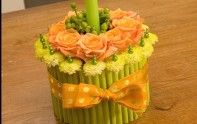 Learn how to create a cake out of flowers!  http://ubloom.com/blog/2007/03/12/how-to-create-a-cake-out-of-flowers/