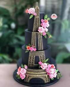 Eiffel Tower cake - black and gold cake Crazy Cakes, Crazy Wedding Cakes, Fancy Cakes, Wedding Cupcakes, Creative Cake Decorating, Wilton Cake Decorating, Creative Cakes, Pretty Cakes, Cute Cakes