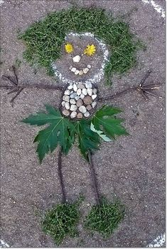 Land art self portrait made with entirely natural materials. A wonderful creative project for little ones! Forest School Activities, Nature Activities, Outdoor Activities, Activities For Kids, Land Art, Projects For Kids, Art Projects, Crafts For Kids, Arts And Crafts