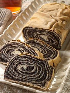 Our almond poppy seed roll is made from scratch, the old-fashioned way. This Polish makowiec has thin dough and contains rich poppy seed and almond filling. Black Walnut Cake, Blackberry Recipes, Gourmet Cakes, Bowl Cake, Pastry Cake, Quick Easy Meals, Food Processor Recipes, Sweets, Bakken