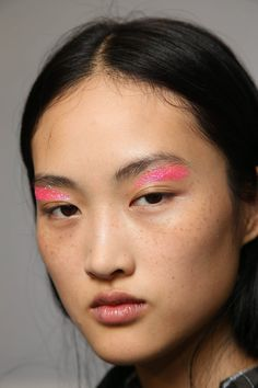 Paris Fashion Week's 10 Coolest Beauty Looks Paris Fashion Week Beauty Looks – Giambattista Valli Runway Makeup, Eye Makeup, Hair Makeup, Asian Makeup, Catwalk Makeup, Makeup Geek, Best Beauty Tips, Beauty Hacks, Beauty Dish