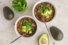 Vegan Slow Cooker Bean & Quinoa Chili (10 Ingredients!)