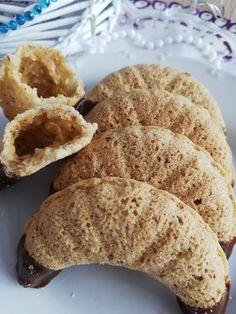 Helenkine dobroty - Fúkané orechové a kokosové rožky Christmas Cookies, Bread, Food, Xmas Cookies, Eten, Christmas Desserts, Bakeries, Meals, Breads