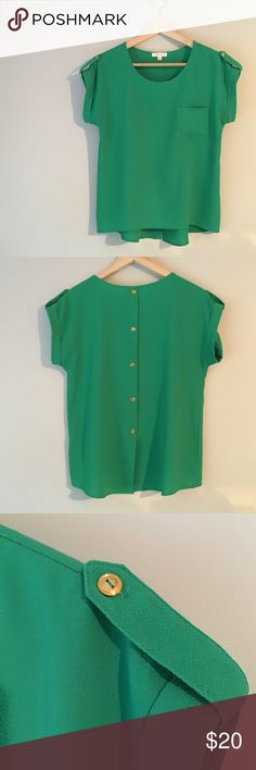 Kelly Green Blouse High low and has gold button detail in the sleeve and down the back. Great career shirt or weekend top! Mine Tops Blouses