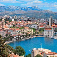 """Die zweitgrößte Stadt des Landes Split wird im Volksmund """"Hauptstadt Dalmatiens"""" genannt. #idrivatours #rivatours #croatiafulloflife #kroatienspezialist #dalmatien #split #croatia #kroatien #split #riva #adria"""