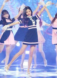 Uzzlang Girl, Girl Day, Kpop Girl Groups, Kpop Girls, Human Poses Reference, Yuri, Japanese Girl Group, Stage Outfits, Korean Music